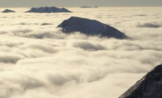 Ra Skills Winter Mountaineering Ben Nevis Cloud Inversion